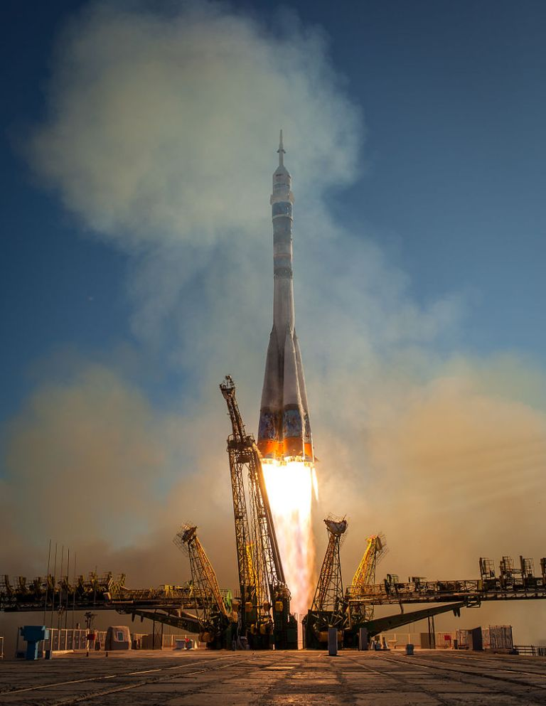 Soyuz_TMA-11M_rocket_launches_from_Baikonur_(2)
